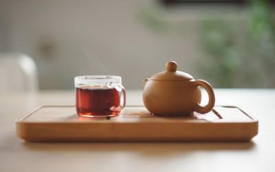 Czarna herbata z czym to się pije?