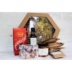 Prezent świąteczny, pudełko karbowane z oknem - cztery herbaty, praliny, syrop, pigwa w syropie, świeczka zapachowa
